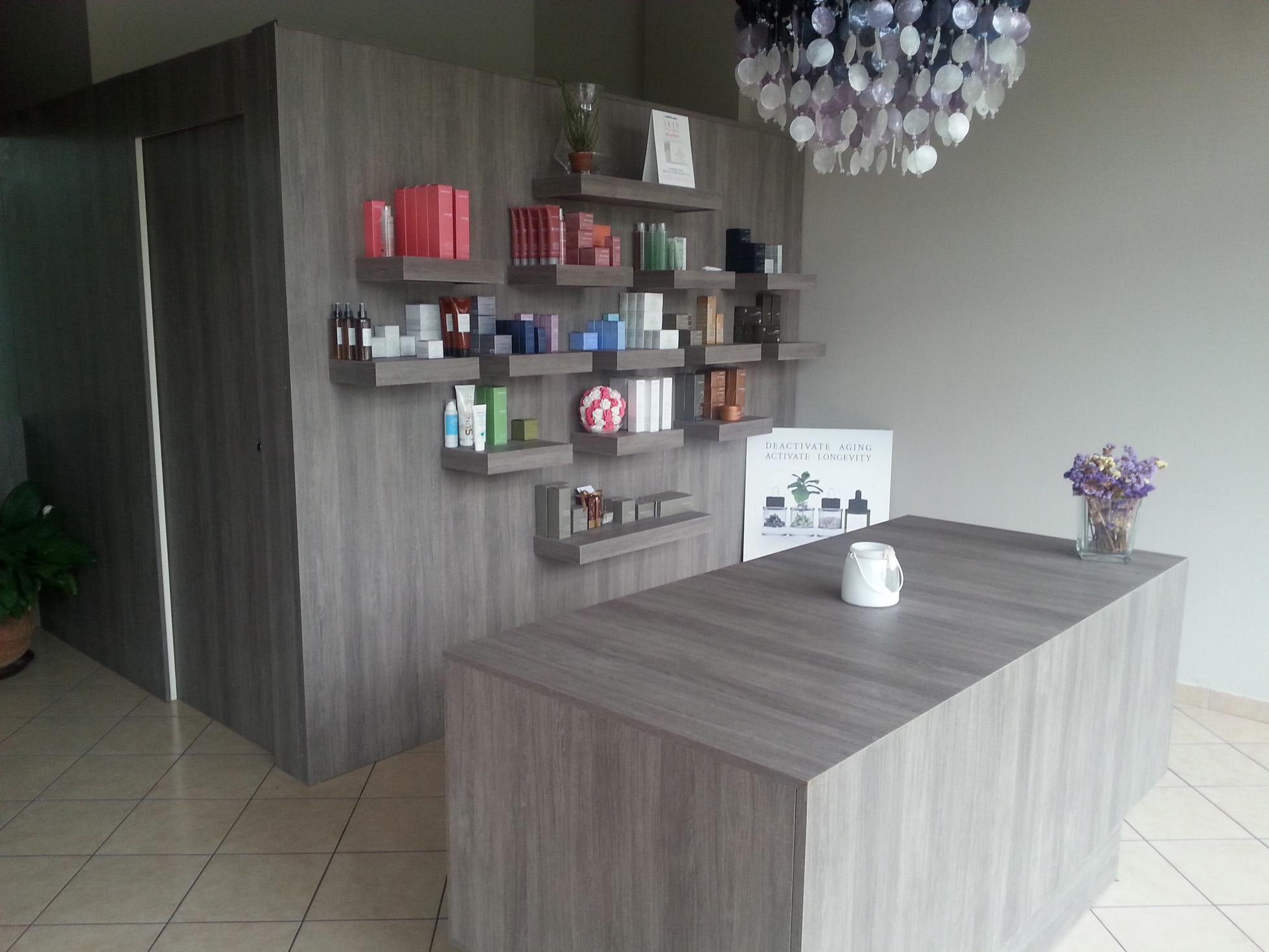 Mobili per centro estetico mobili per negozi modul for Arredamento estetica