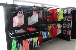 mobili per negozio di calcio arredo abbigliamento sportivo ... - Arredamento Per Negozio Di Abbigliamento