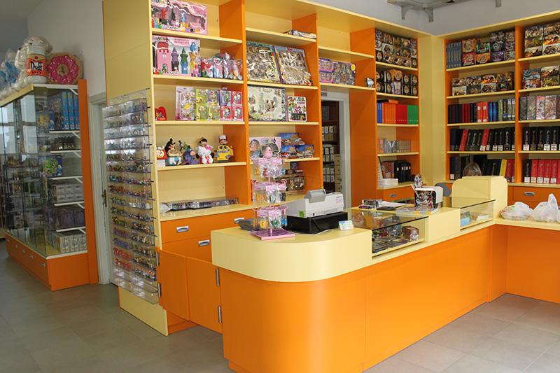 Pianeta hobby mobili per negozi modul group arredamenti for Negozi per mobili