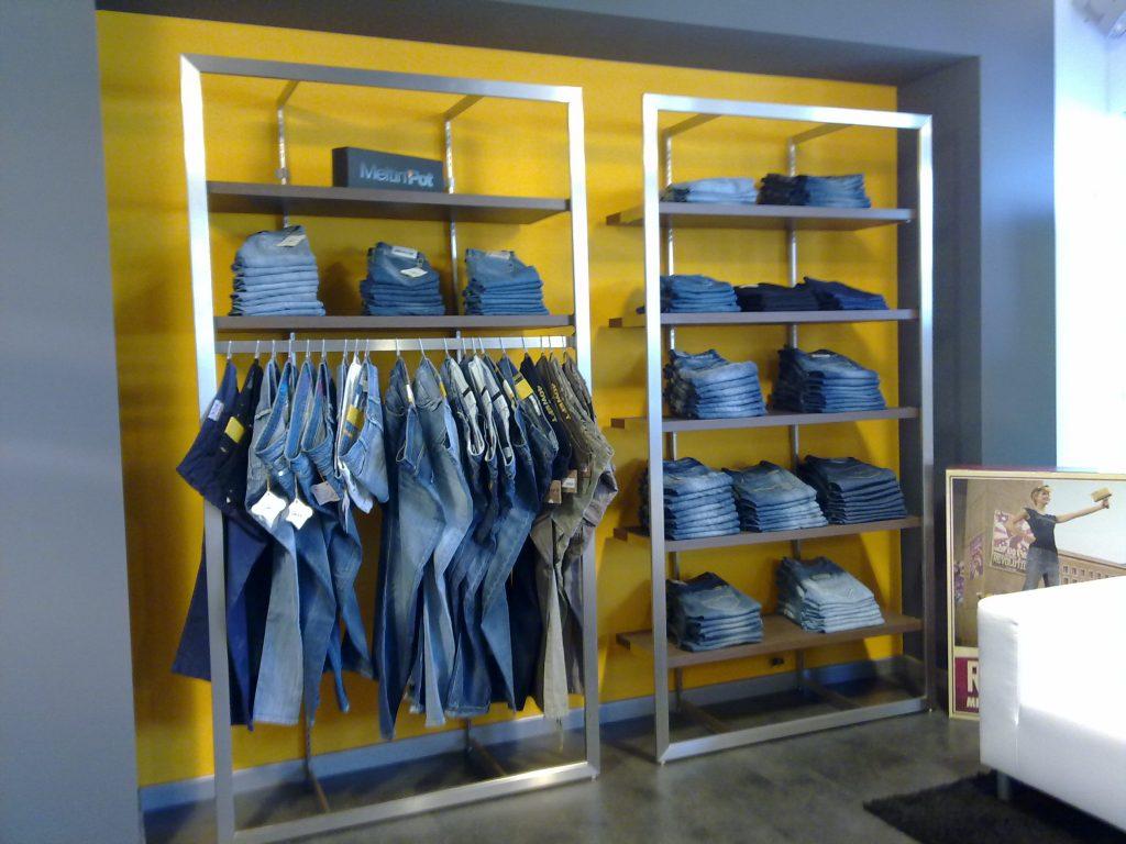 Juster arredo negozio abbigliamento mobili per negozi for Negozi di arredamento economici