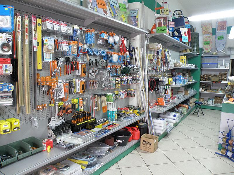 Mobili ferramenta milano mobili per negozi modul group for Negozi di arredamento economici